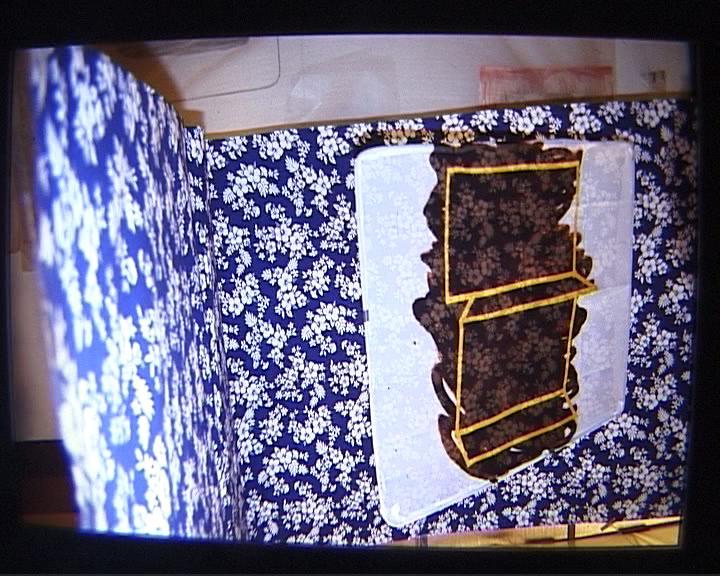 Noir III 0 24   motif bleu tache marron sombre
